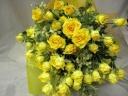 黄色のスプレーバラの花束