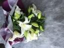 白ゆりの花束