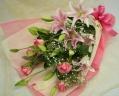 ピンクのバラとオリエンタルの花束