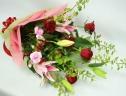 赤バラとゆりの花束