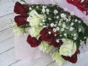 【バラとカスミ草の花束】RED&WHITE
