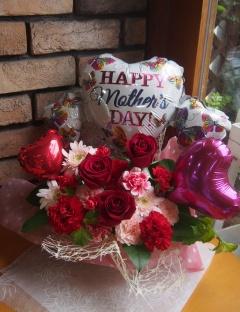 ☆母の日【バルーン付】赤バラのアレンジ☆
