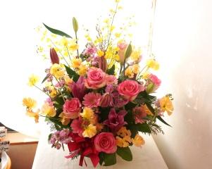 春らしいピンク~オレンジ~イエローのアレンジメント