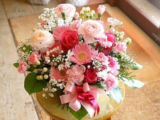 ピンクと白の定番ほんわかアレンジメント(*'▽')