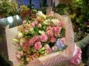 ピンクでまとめた大きな花束