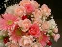 ピンクのまる-いブーケみたいな花束