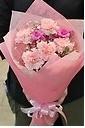 カーネーションとかすみ草の花束 ピンク系