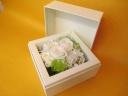 白薔薇のプリザーブドBOXフラワー