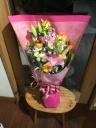 たくさんのお花を束ねたワンサイドブーケ