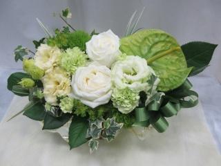 白バラとグリーンのお花たち*横長アレンジ