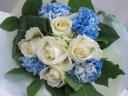 白バラとブルーのブーケ*M45