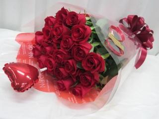 ハートバルーンと赤バラの花束*B120