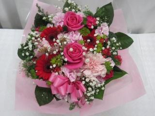 ピンクのバラとカスミソウのアレンジメント*AR40