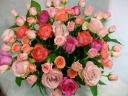 ピンクのグラデュエーションのバラのアレンジメント