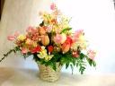 スイトピーと春の花のアレンジメント