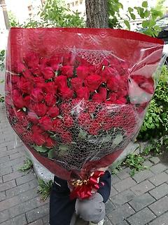 100本!赤バラに想いを載せて~♪