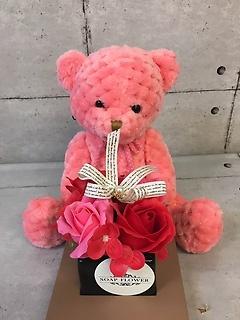 ラッキーピンクのクマとソープフラワー