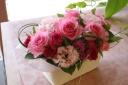 ピンクバラとトルコキキョウのふわふわピンクアレンジ