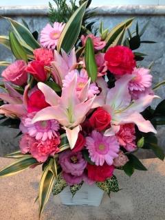 ピンクバラ・ユリのお祝いアレンジメント