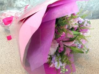 ピンクグラデーションのナチュラル花束