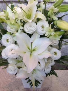 上品な白ユリ・洋花のアレンジメント