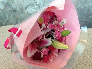 ピンクバラのグラデーション花束(ブーケタイプ)
