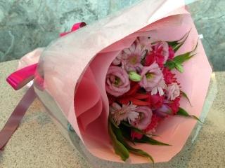 優しいピンクのグラデーション花束(ブーケタイプ)