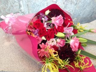 ピンク・レッドのギフト花束(ストレートタイプ)