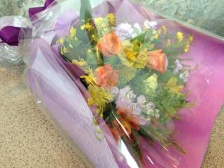 紫・オレンジ・イエローのお祝い花束