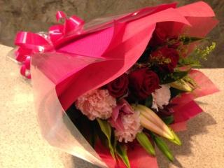 ピンクユリ・赤バラの花束(ブーケタイプ)