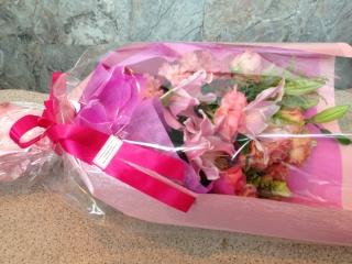 ピンクユリのお祝い花束(ストレートタイプ)