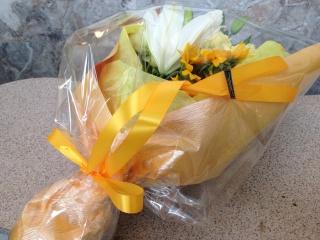 ヒマワリ・ホワイトユリのストレート花束
