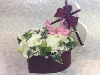 ハートBOXアレンジメント・ピンクバタフライ(W)