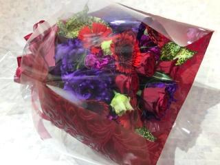 パープル・レッドのギフト花束
