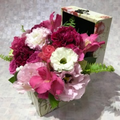 アンティーク調BOXのピンクバラアレンジメント