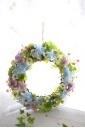 爽やか色のアジサイとカスミソウの造花リース