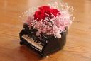 グランドピアノのコンポートに真紅の薔薇を・・・♪