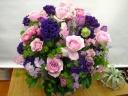 ピンクバラと紫トルコキキョウのアレンジメント