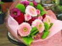 ピンクのガーベラの花束