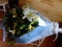 清楚なホワイトリリーの花束
