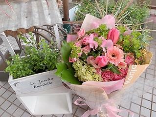 季節の花のブーケ