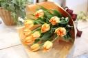 黄色いチューリップの花束