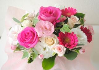 白とピンクのアレンジメント