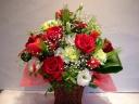赤バラと小花のアレンジメント