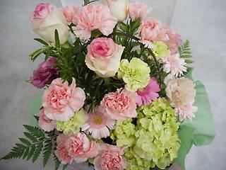 ピンクのバラとカーネーションのアレンジ