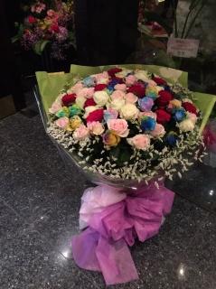 100本多色バラの花束