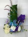 ガラス器付きアレンジメント 紫・ブルー系色合い