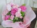 母の日に贈るカーネーションの花束を