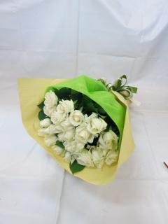 白いバラの花束?心からの尊敬?