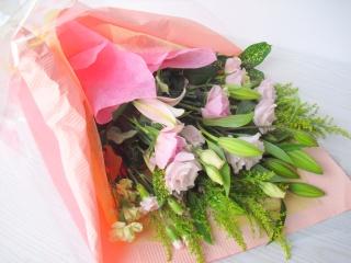 【淡いピンク色の花束】